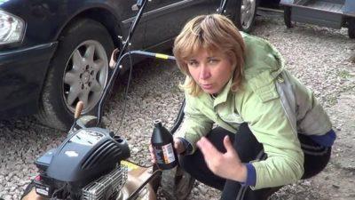 какой бензин заливать в газонокосилку
