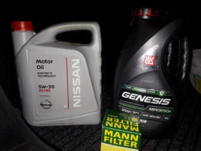 через сколько моточасов менять масло в двигателе