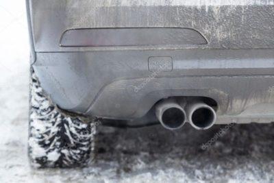 почему дымит двигатель белым дымом и воняет